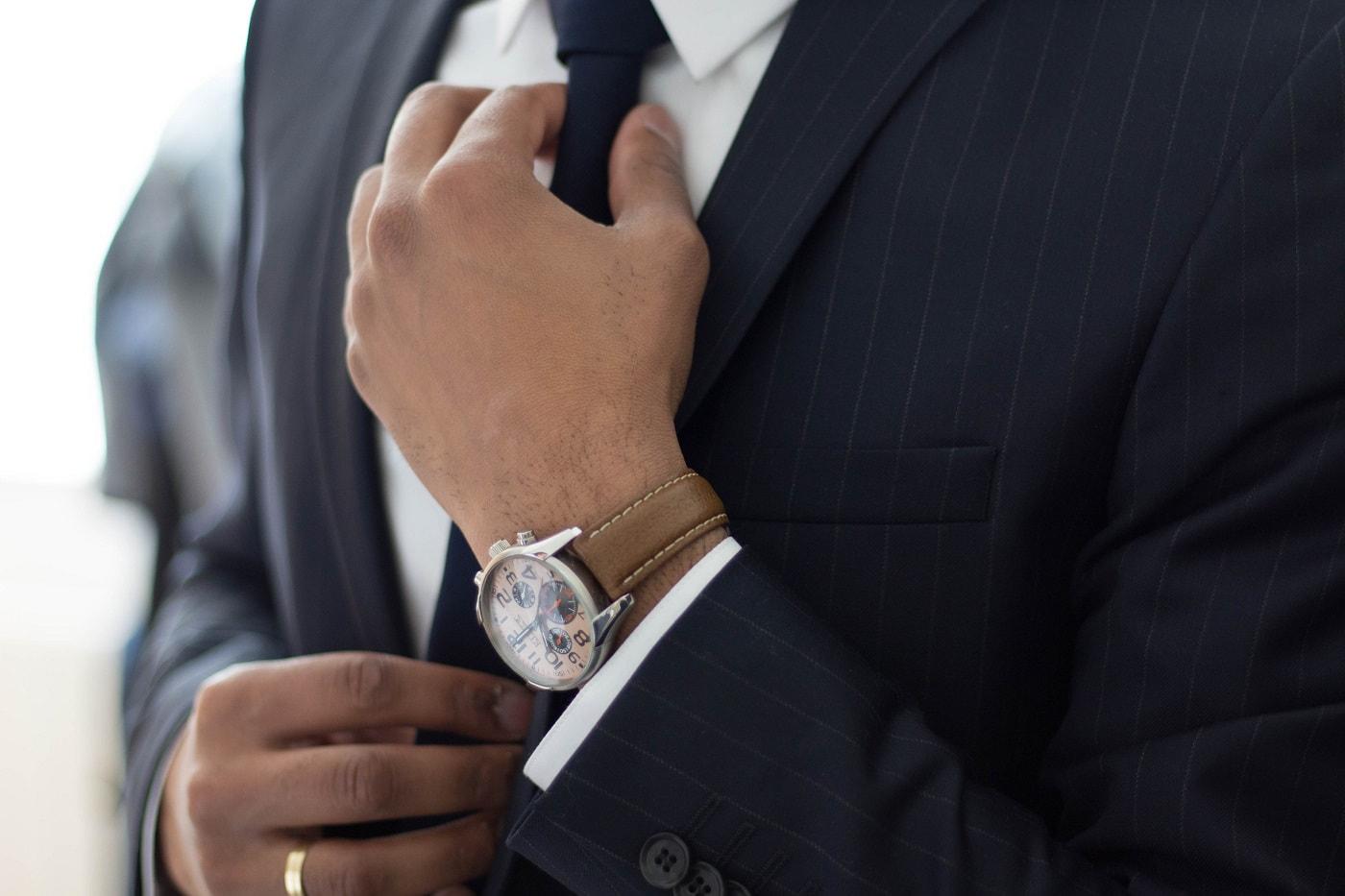 営業マンのスーツの値段はどれくらいか