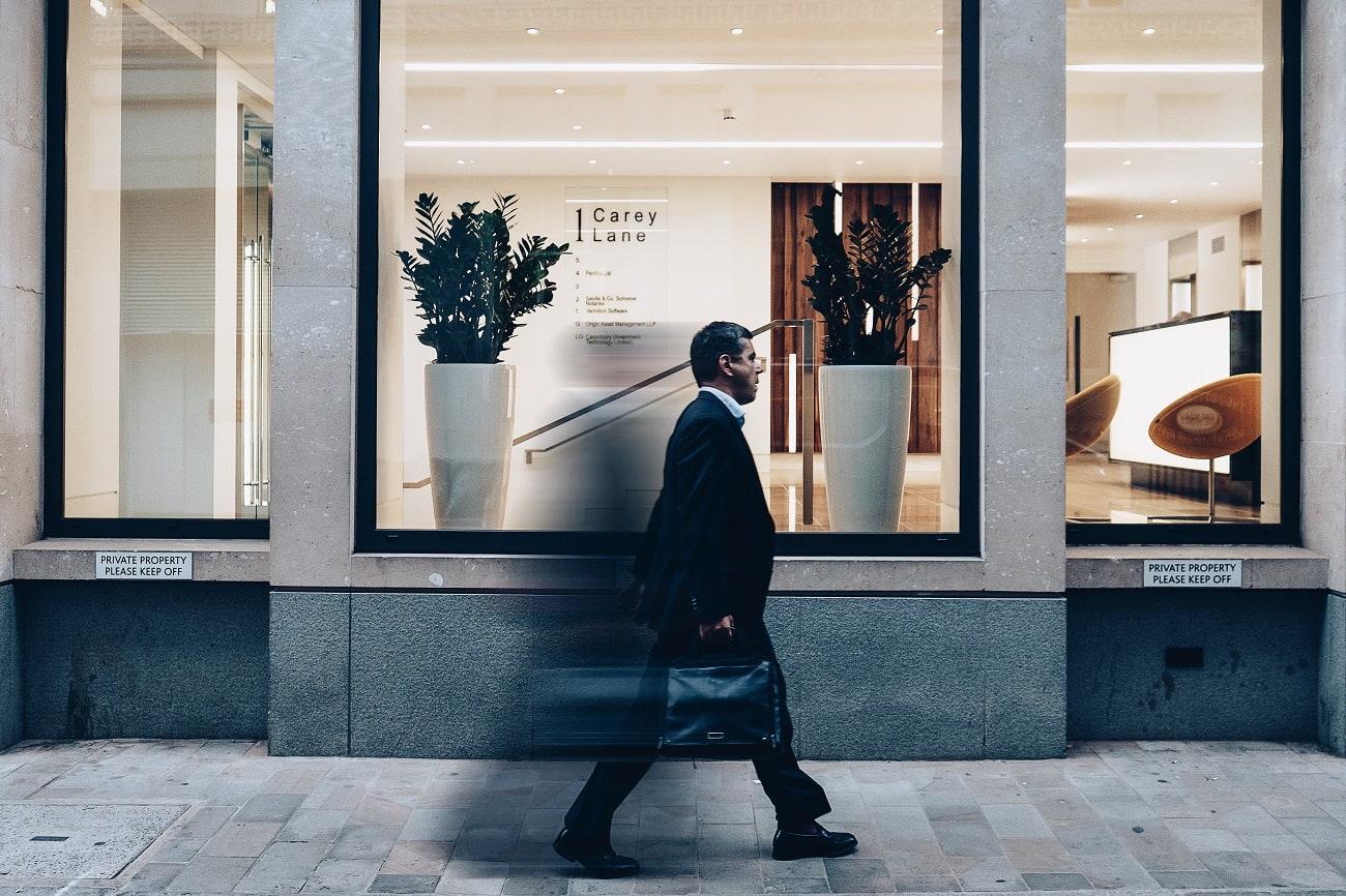 営業で稼ぐ人の特徴3つ【トップ営業マンとしての経験談】